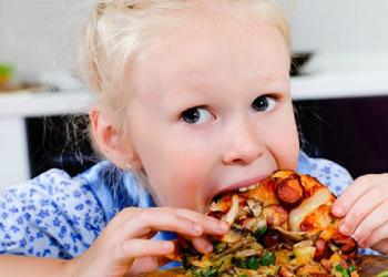 Cảnh báo 3 loại thực phẩm không tốt cho não bộ của trẻ