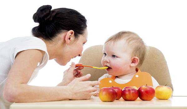 10 điều không nên khi cho trẻ ăn uống các mẹ cần biết