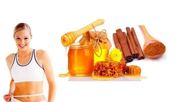 Pha bột quế với mật ong và nước ấm giúp giảm cân
