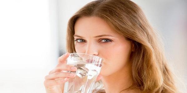 Uống nhiều nước rất tốt cho người bị viêm xoang
